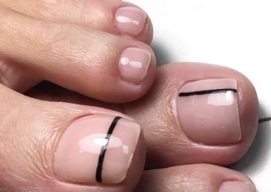 Линии на нюдовых ногтях