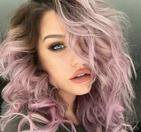 Розовые волосы — модный hair-тренд для девушек в 2021 году