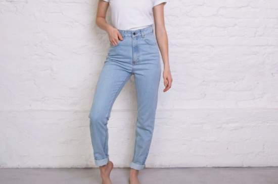 Какие вещи в вашем шкафу подойдут под джинсы мом?