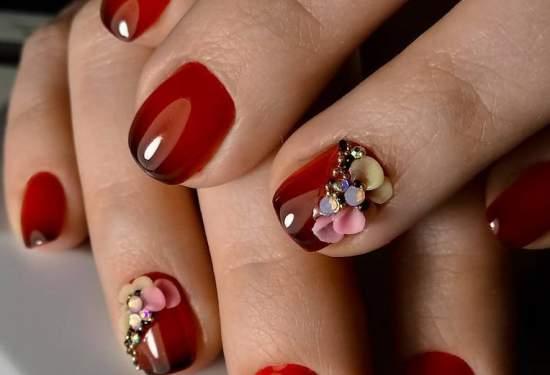 Темно красный маникюр на короткие ногти
