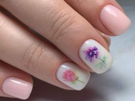 Нежный весенний маникюр на короткие ногти: модные фото новинки 2020
