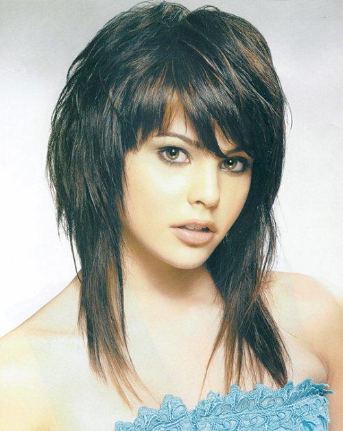 Красивые стрижки на средние волосы с челкой