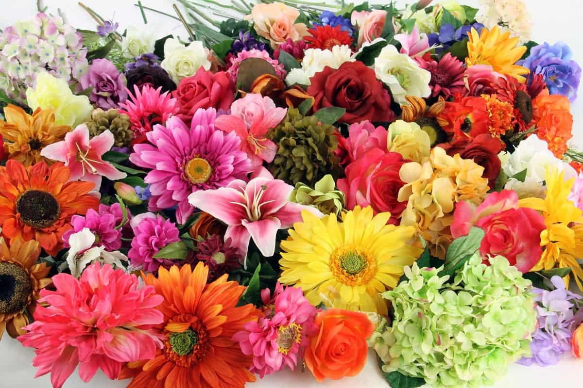 Как ухаживать за искусственными цветами после того, как вы их купили